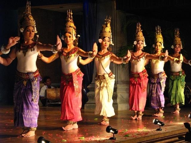 COLORES DE LAOS  (Desde Chiang Rai en Thailandia)